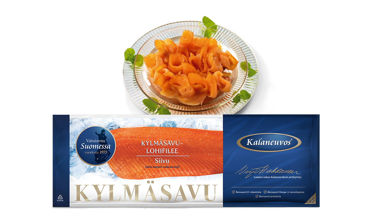 Cold-smoked salmon fillet, sliced